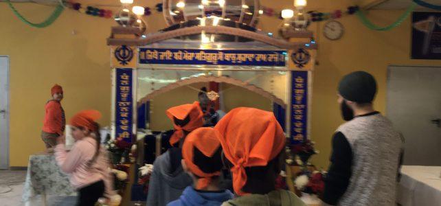 Courage Club der Brüder-Grimm-Schule besucht den Gurdwara-Singh Shabha
